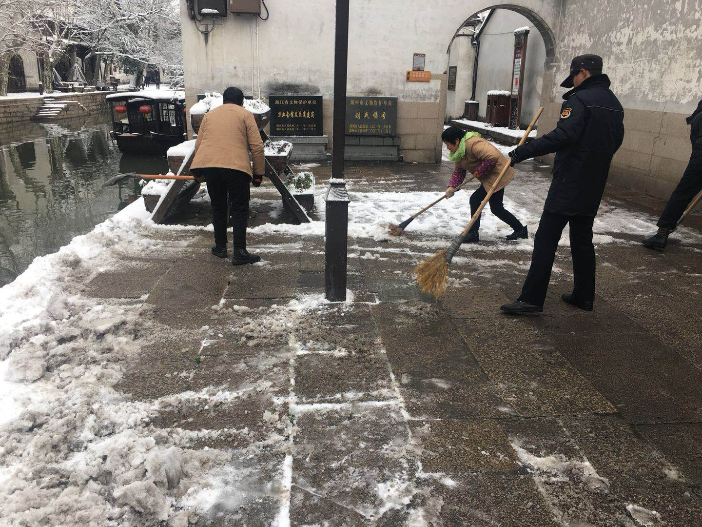 扫雪除冰保安全,心系游客暖人心